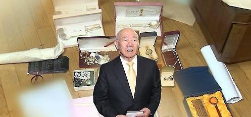 前总统全斗焕之子疑向夜店女送价值27万名表
