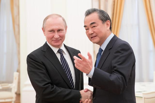 [영상중국] 러시아 방문 왕이, 푸틴 만나...북핵 등 국제이슈 해법 논의