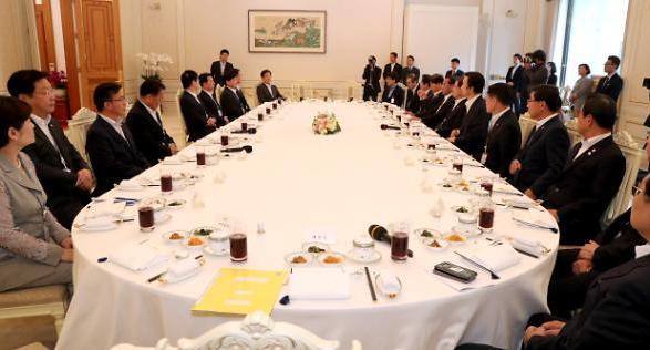 文 정부, 미래지향적 중장기 전략 수립하라