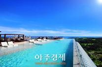 수영장으로 '흥'한 호텔, 여기 모여라~