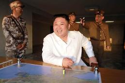 .朝鲜试射导弹 金正恩笑得像个两百斤的孩子.