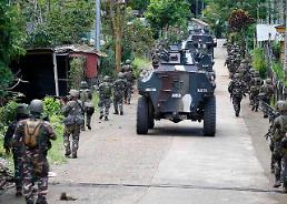 .[GLOBAL PHOTO] Philippine Government troops and muslim militants clash.