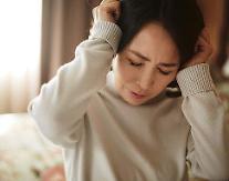 [알면TIP] 머리가 지끈지끈~ 뒷목·안구통증까지 동반하는 긴장성두통, 원인과 치료법은?