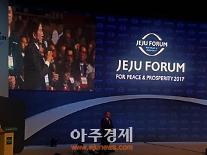 """[제주포럼] 앨 고어 전 美 부통령 """"지금은 세계적 지속가능 혁명 단계""""…원희룡 지사도 질문"""