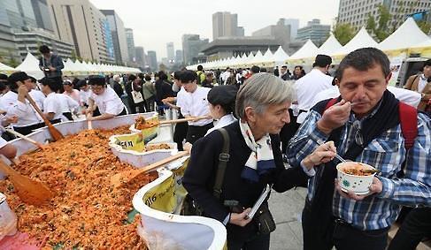 外国游客谈韩国食物 太辣且口味重