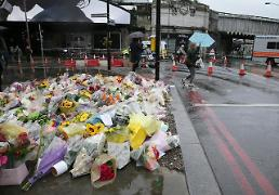 [GLOBAL PHOTO] Mound of flowers for London Bridge victims