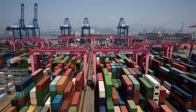 """韩国看特朗普政府""""眼色"""" 对美贸易顺差减少31%"""