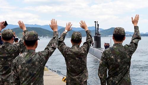 韩美海军在关岛近海启动潜艇演习