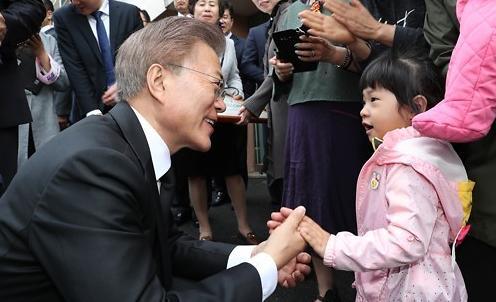 韩政府拟明年起月发600元儿童补贴