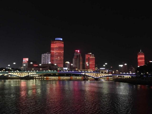 [AJU VIDEO]越夜越美丽 月光下的宁波老外滩夜景