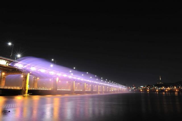 [AJU VIDEO] 盘浦大桥上的月光彩虹喷泉表演