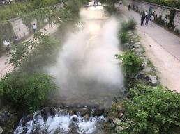 .[AJU VIDEO] 首尔清溪川开放喷泉 变身城市中的仙境.