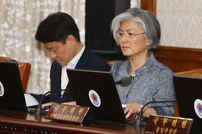 국무회의 첫 참석한 강경화 외교부장관
