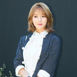 초아, AOA 탈퇴 선언을 둘러싼 갑론을박