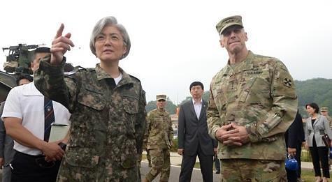 韩外长韩战纪念日访问驻韩美军部队勉励官兵
