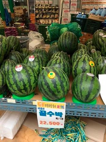 """水果价格疯涨一个西瓜120元 韩国人大呼""""吃不起"""""""
