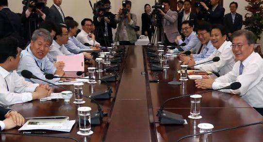 젋어진 문재인정부 청와대 1기 참모진