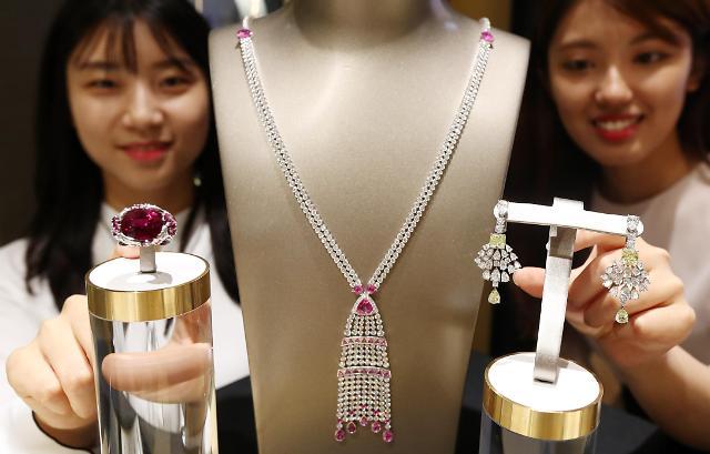 现代百货展示天价珠宝