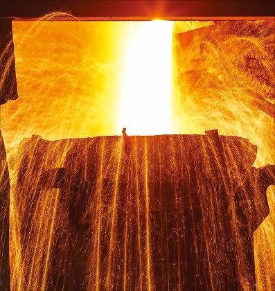 韩国对外贸易额恢复1万亿美元 重工业为出口复苏助力