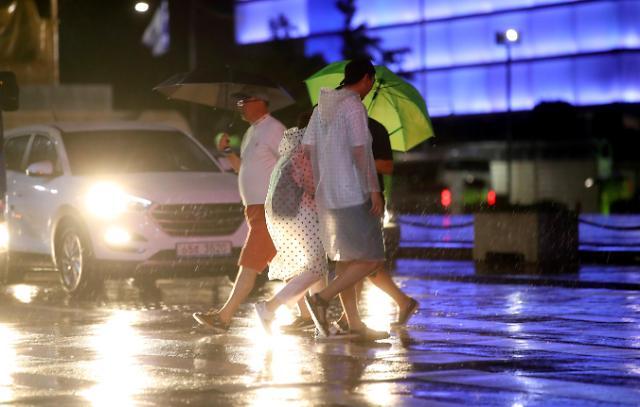 """台风""""南玛都""""北上 韩国全境迎强降雨天气"""