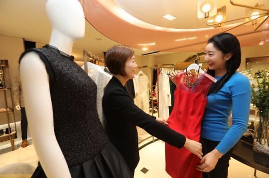 名牌天天换着穿不是梦 韩国以租代买消费模式走红