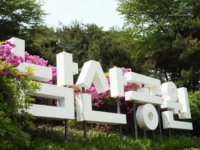 """[AJU VIDEO]韩国""""夜来香""""交响乐队在南山公园表演"""