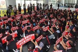 Workers block board members from endorsing suspended reactor construction