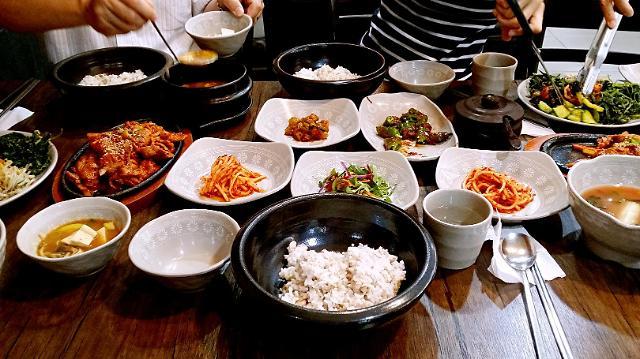 [AJU VIDEO] 丰盛的大麦饭韩定食~纯正的韩式风味!!!