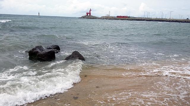 [AJU VIDEO] 济州岛梨湖海水浴场~人不多景色不错