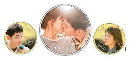 .Special medals show kiss scene of Song Joong-ki and Song Hye-kyo couple.