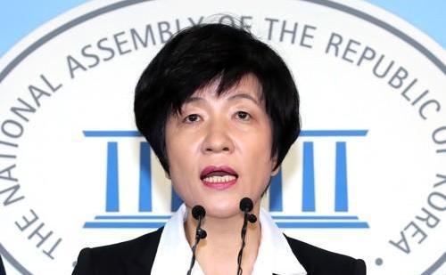 文在寅提名执政党议员金荣珠为雇佣劳动部长官