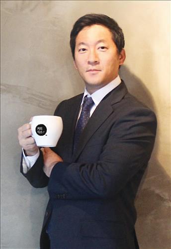 """韩国""""咖啡王""""姜勋于家中洗手间自杀 生前给朋友发信息称""""我很累"""""""