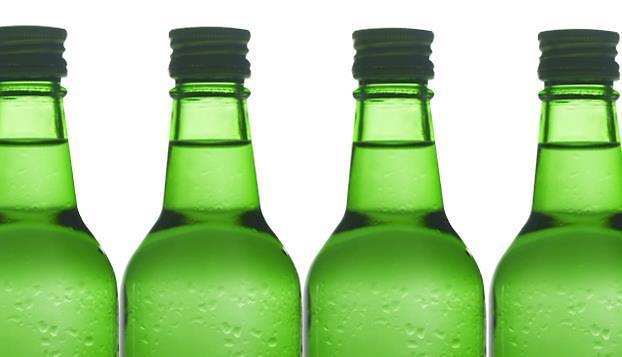 韩经济低迷民众借酒消愁 去年烧酒销量34亿瓶可绕地球一圈