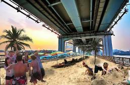 """.何必开车去海边? 首尔汉江桥上建造""""市内沙滩""""."""