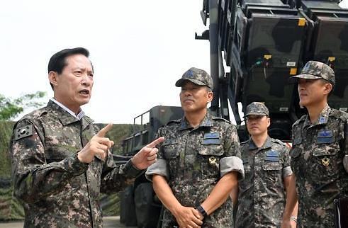 韩防长向文在寅建议全面部署萨德