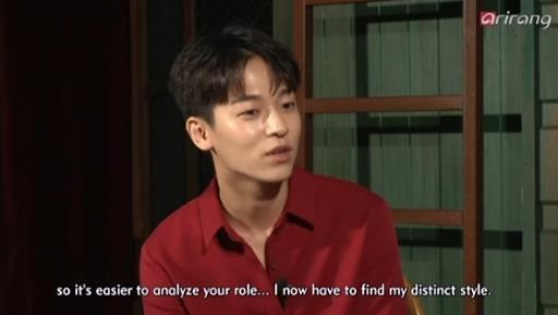 秉宪接受采访被与金秀贤作比较 机智回答引关注
