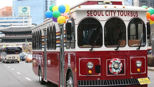 首尔城市旅游大巴成摆设 一辆车仅3-4名乘客