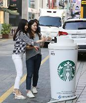 江南大路に登場した大型コーヒーカップごみ収集箱、反応良く追加設置