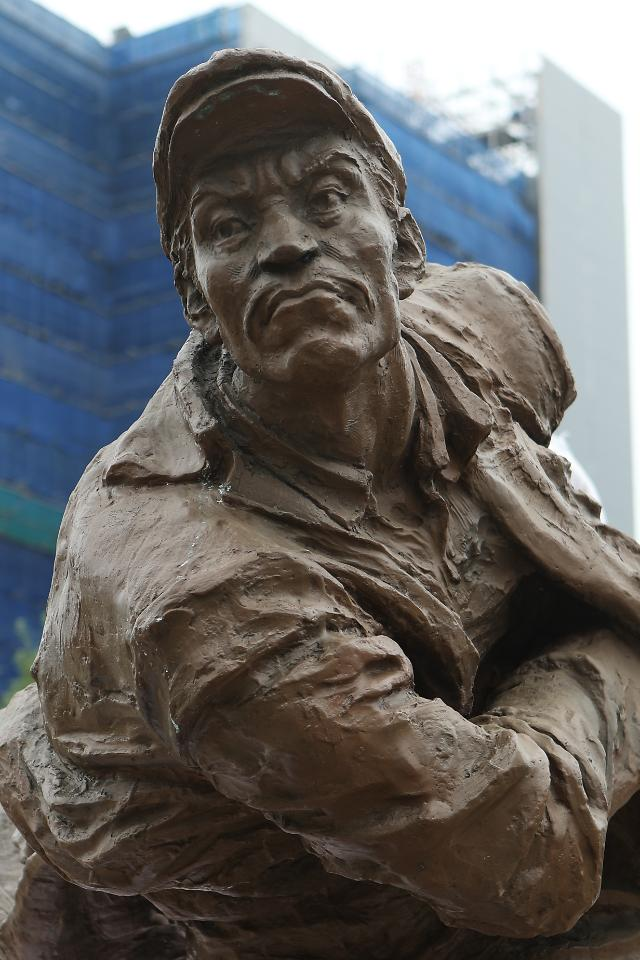 中国方面赠送的安重根铜像入驻议政府