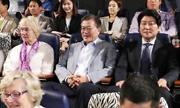 .President Moon keeps election pledge to watch movie.