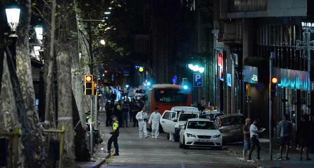 스페인 차량돌진 테러로 13명 사망 100여명 부상..IS, 배후 자처