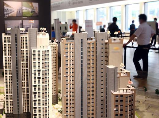 """首尔公寓拍卖遇""""寒流"""" 中标价率和竞争率双下降"""