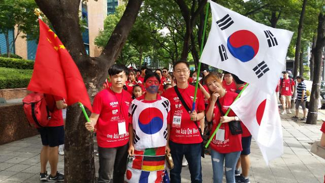 """""""红色天使""""活动在首尔举行 韩中日青年为平昌冬奥会呐喊助威"""