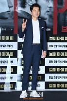 [아주스타 #데일리룩] '브이아이피' 김명민, 슈트+운동화로 트랜디한 매력 '뿜뿜'