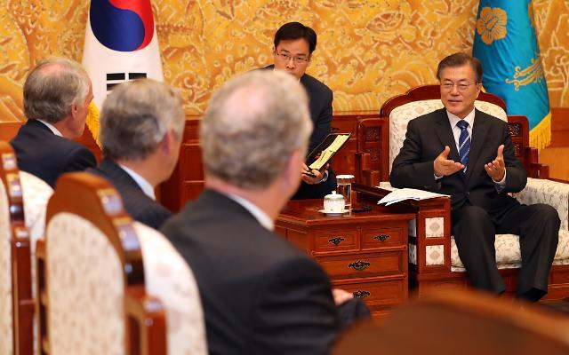 문재인 대통령, 美상하원 의원 접견…제한적 군사행동도 남북충돌 야기