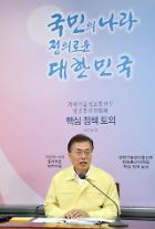 """문 대통령 """"공영방송, 신뢰 떨어진지 오래"""""""