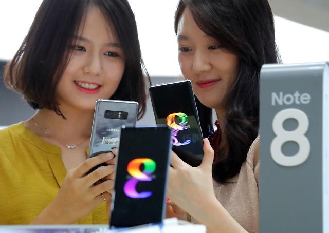 韩国消费者体验三星新旗舰Galaxy Note8