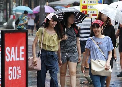 韩国银行也卖旅游交通卡? 外国游客兑换外币和消费两不误