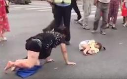Despite in agonizing pain, mother crawls to check on daughter after getting hit by car
