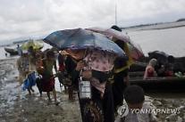 미얀마군 vs 로힝야반군 유혈사태 악화일로..사망자 400명 넘어